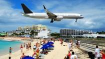 Ya Ampun! Turis Tewas Kena Hentakan Jet Pesawat di Karibia