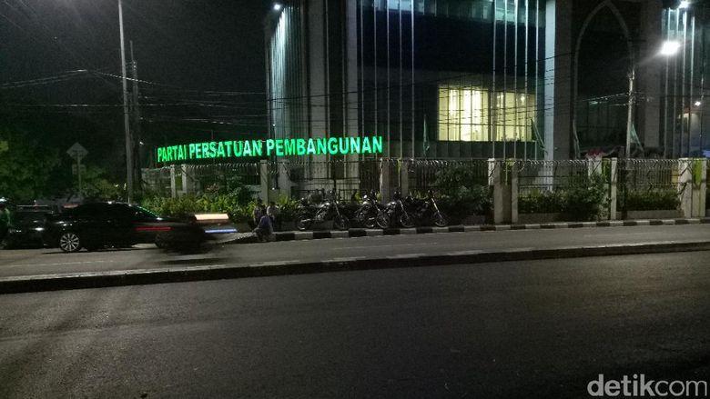 Kantor PPP Diduduki Massa, Pagar Dipasangi Kawat Berduri