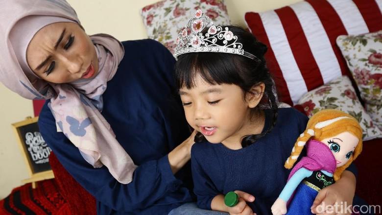 Ilustrasi ibu dan anak/ Foto: Hasan Al Habsy