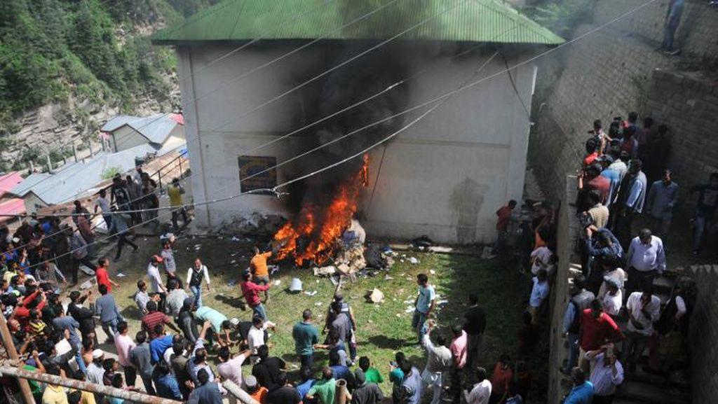 Tersangka Pemerkosaan di India Dibunuh dalam Sel Tahanan