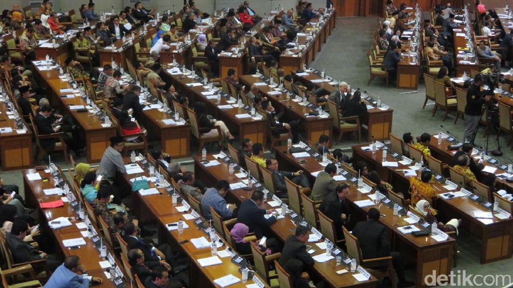 7 Jam Diskors, Paripurna RUU Pemilu Belum Mulai Lagi