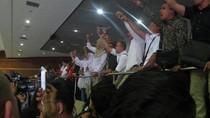 Riuhnya Paripurna Jelang Voting RUU Pemilu: Nyanyi Hingga Yel-yel