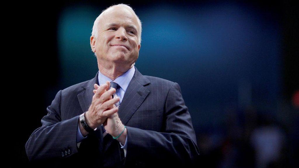 Kerap Dikritik, Trump Doakan Kesembuhan Eks Capres AS McCain