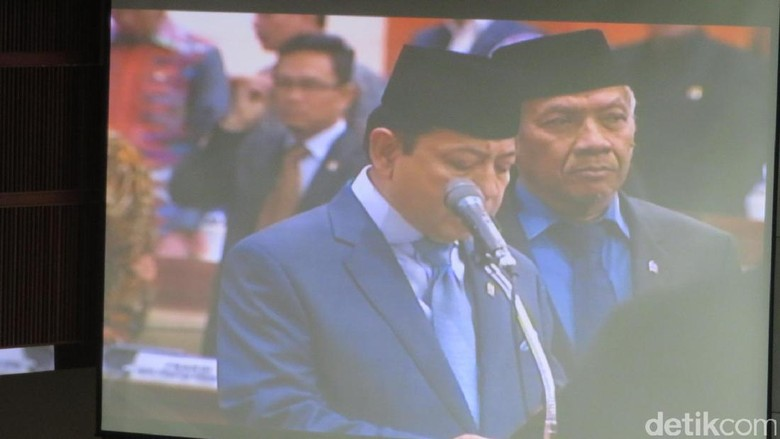 Saat Novanto Pimpin Anggota DPR Baru Baca Sumpah Mulia Wakil Rakyat