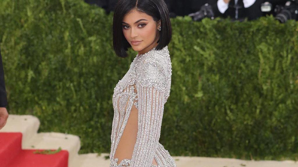 Hacker Ancam Sebar Foto Telanjang Kylie Jenner