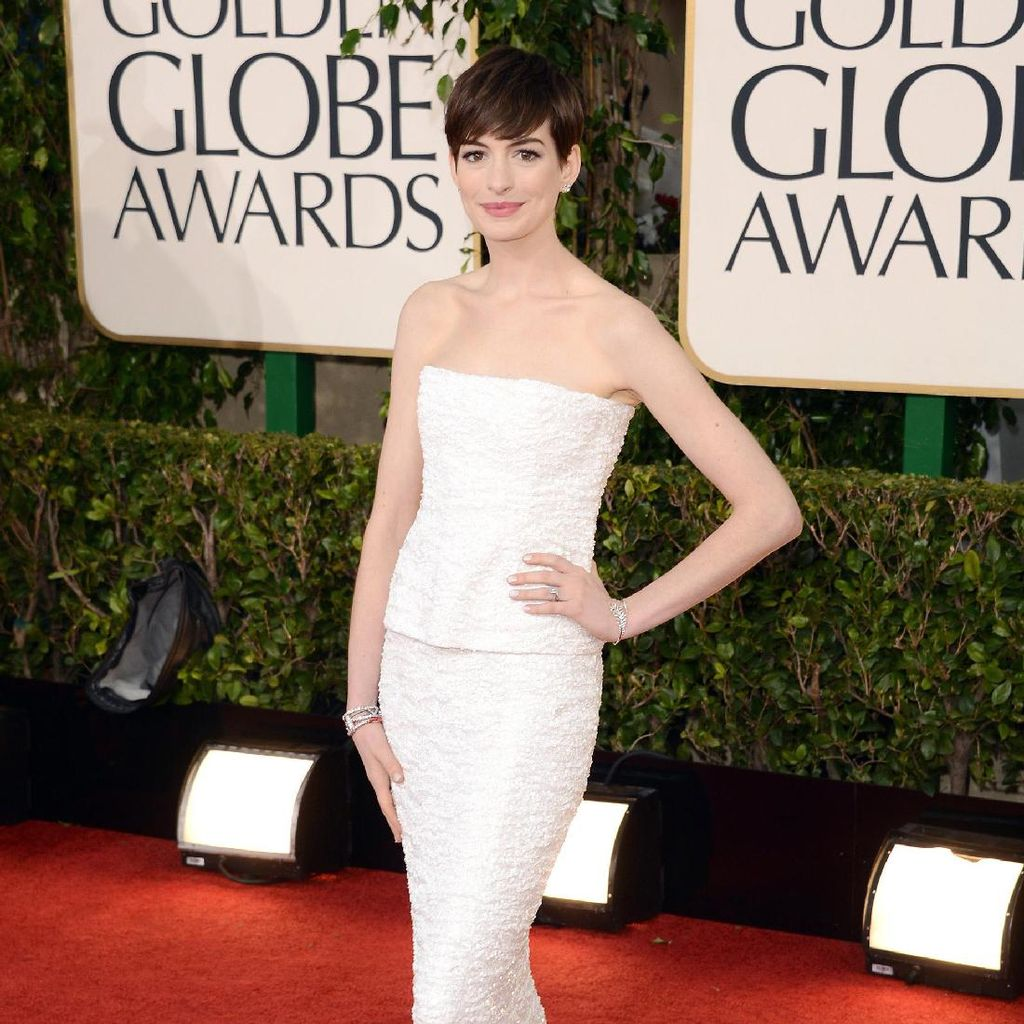 Ini Foto-foto Intim Anne Hathaway yang Diretas