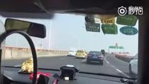 Taksi Ini Salip 50 Mobil dalam Waktu Kurang dari 2 Menit
