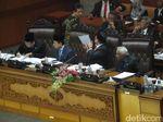 Pengesahan UU Pemilu Diwarnai Walk Out, Buaya Pulangkan Korban