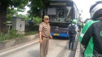 Terobos Jalur TransJ, Pemotor Terlindas Bus di Daan Mogot