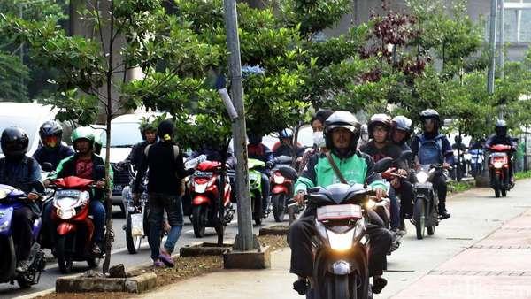 29 Hari Operasi, Polisi Tilang 15 Ribu Pemotor Pelanggar Trotoar