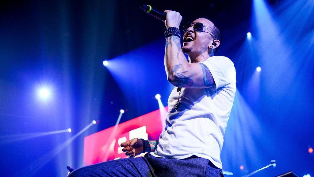 Chester Bennington Tinggalkan Proyek Blinkin Park Bersama Blink 182