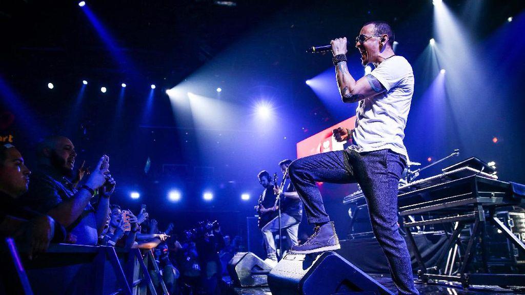 Mengenang Chester Bennington dan Prestasi Musikal Linkin Park