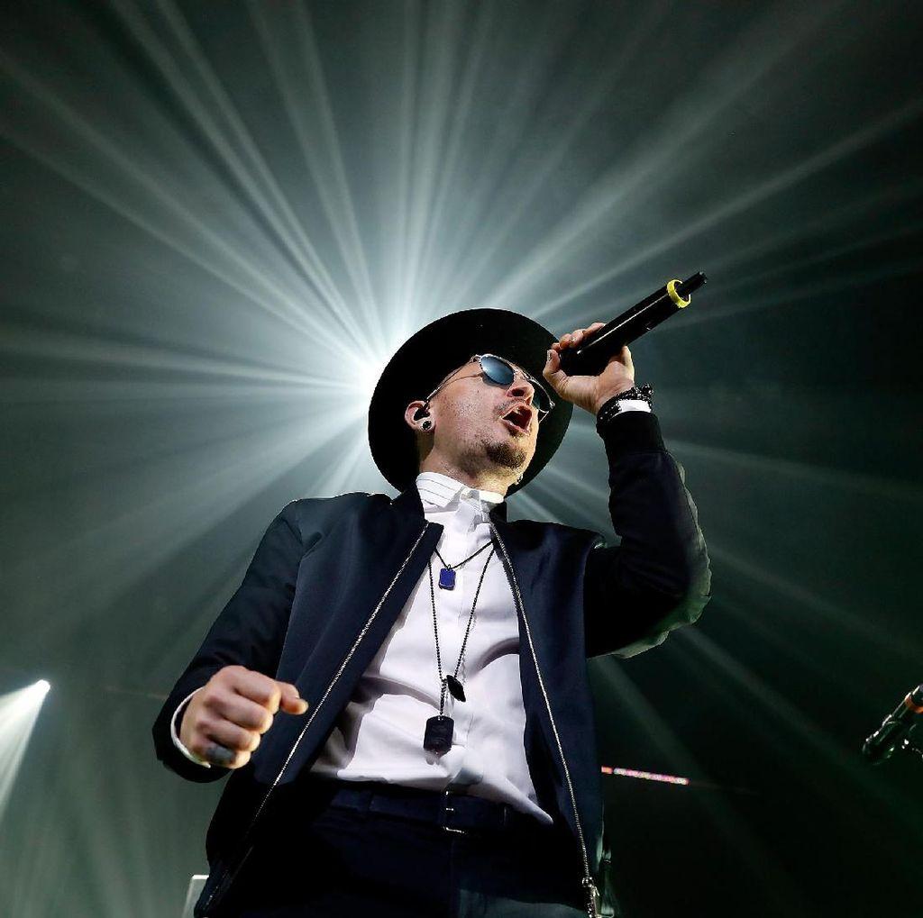 Melihat Lagi Sapaan Chester Bennington untuk Fansnya di Indonesia