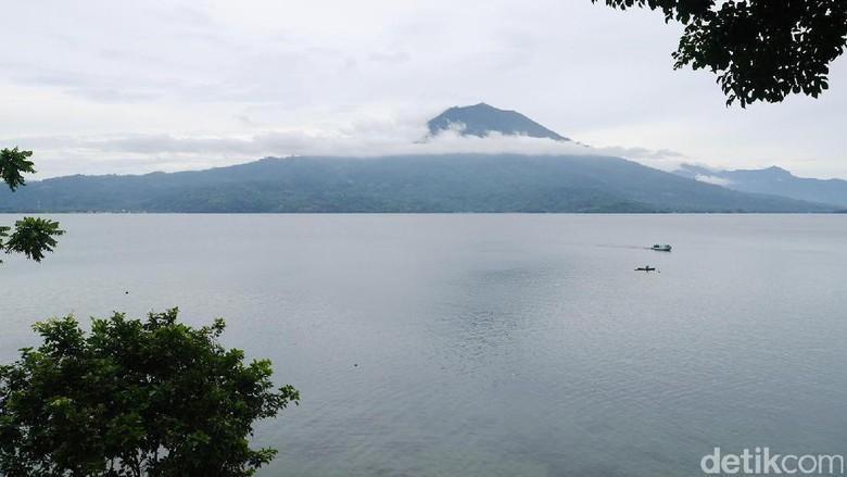 Foto: Danau Ranau di perbatasan Lampung dan Sumatera Selatan (Kurnia/detikTravel)