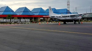 Foto: Jokowi Pamer Bandara-bandara Cantik Papua di Facebook