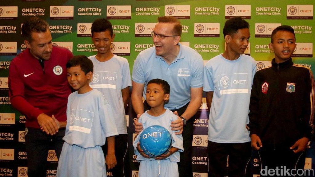 Manchester City Beri Latihan untuk Anak Rusun