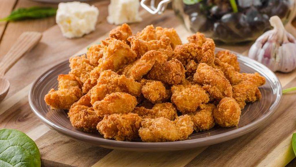 Kulit Ayam Crispy Bisa Dibuat Hanya dengan 4 Langkah Ini!