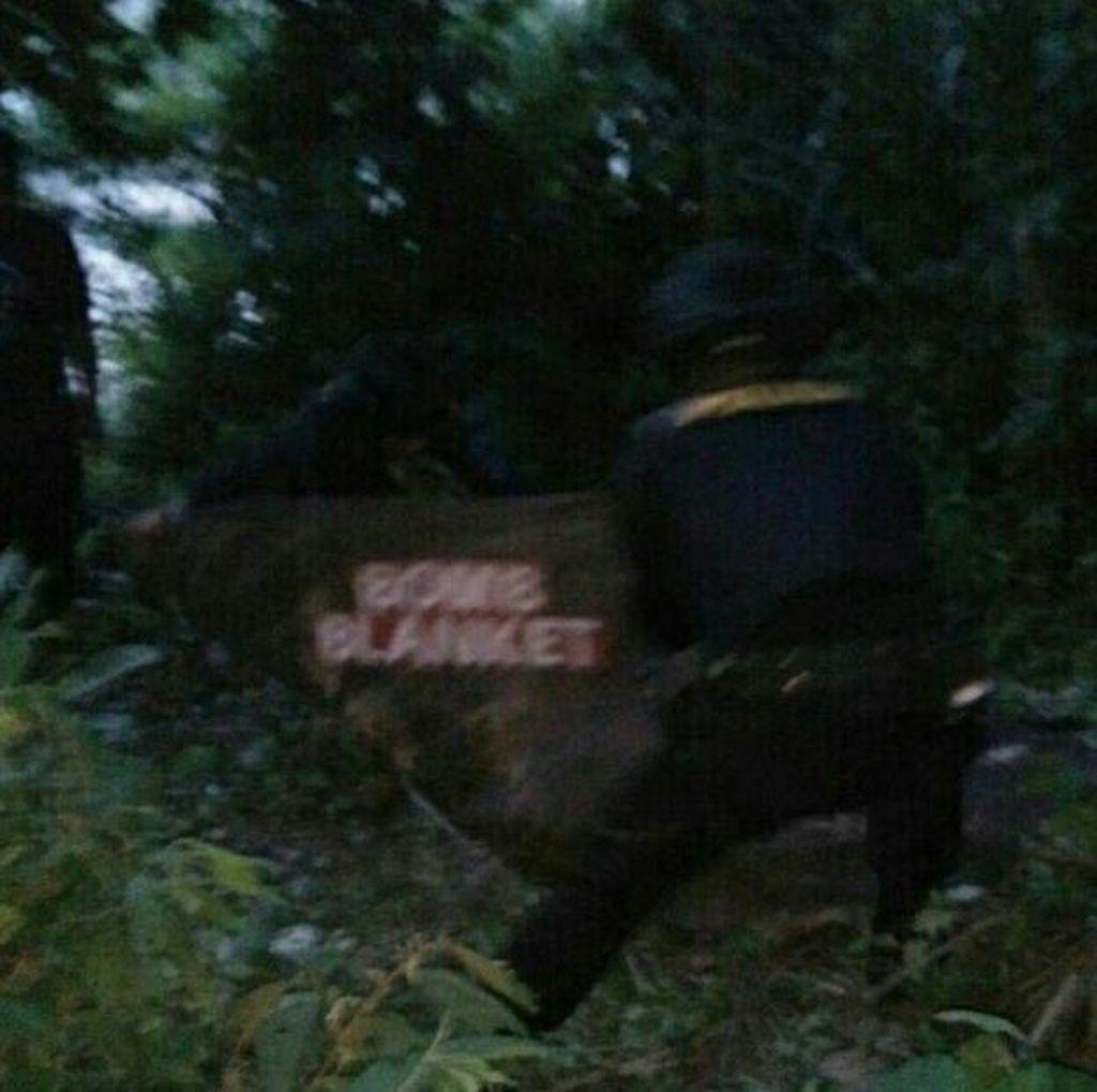 Petani Aceh Utara Temukan Benda Diduga Bom Sisa Konflik di Sawah