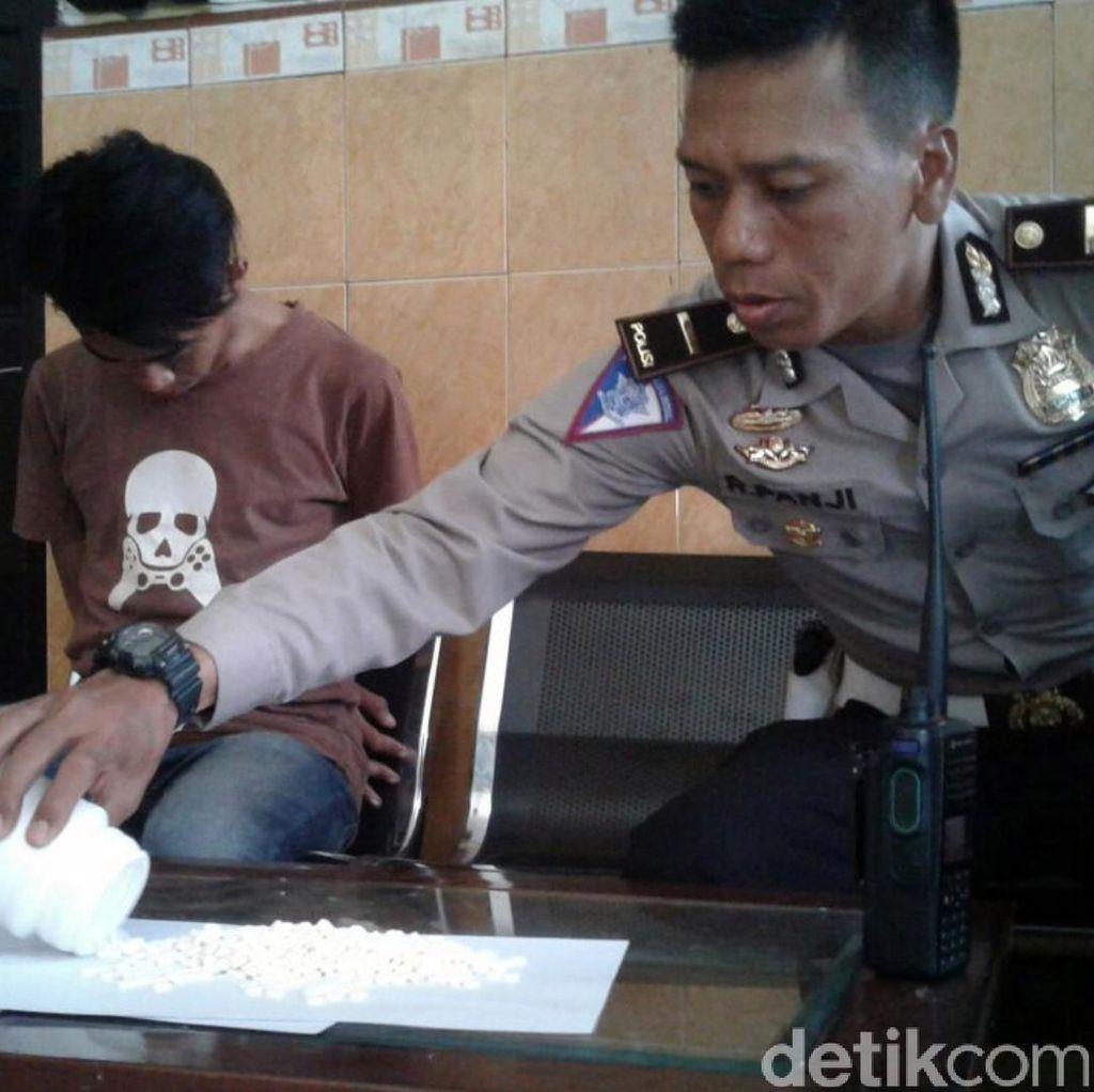Bawa Ratusan Tramadol, Pemotor Ini Nyaris Tabrak Polisi di Sukabumi