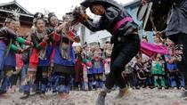 Tradisi Ngeri Dapat Jodoh di China: Tarik-tarikan Ayam