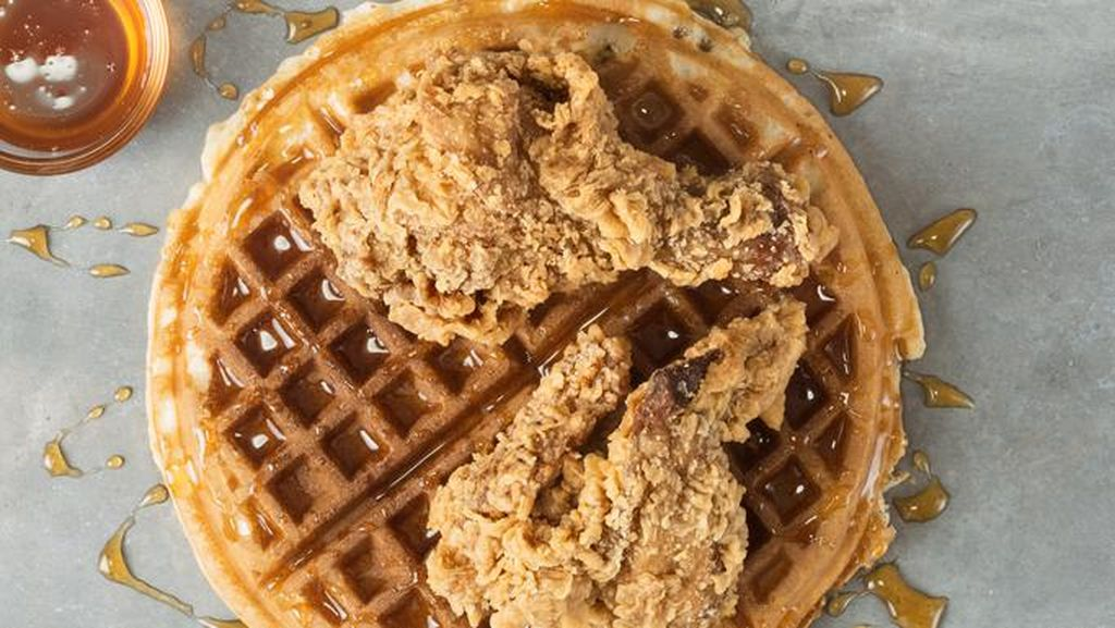 Fried Chicken Makin Nikmat Disantap dengan Salad hingga Waffle