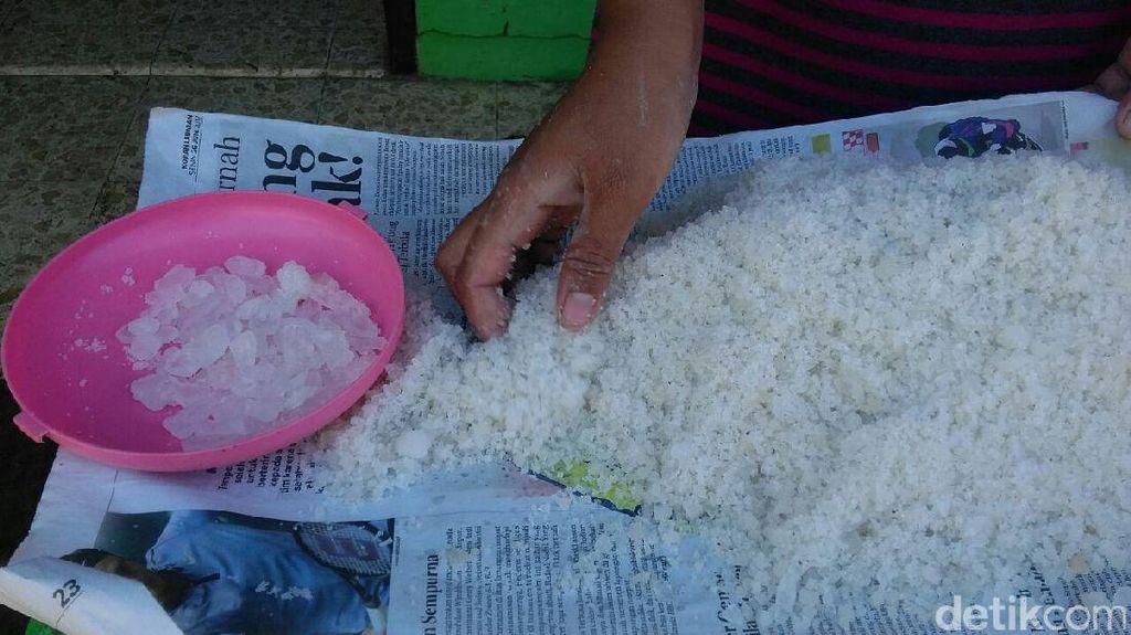 Pengolah Ikan Asin di Surabaya Keluhkan Temuan Garam Dicampur Tawas