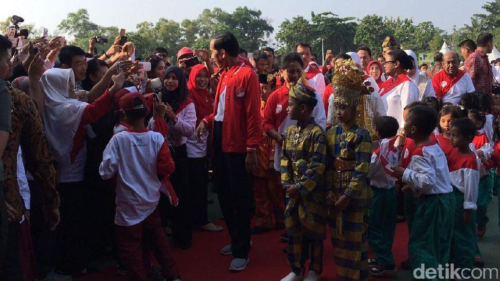 Bocah SD kepada Presiden Jokowi: Saya Tidak Boleh Main Facebook?