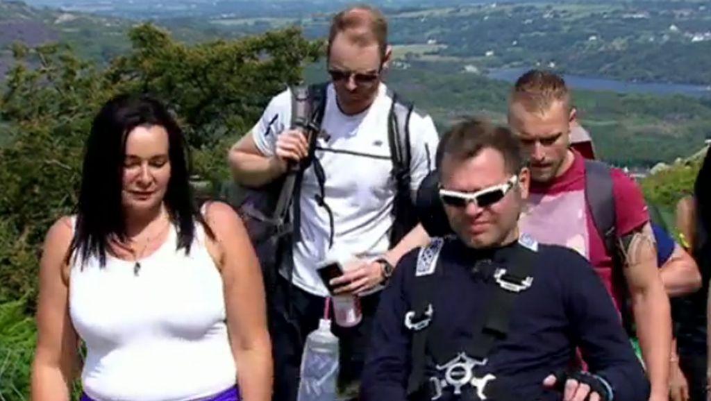 Ketika Pria Lumpuh Berhasil Mendaki Gunung Snowdon dengan Kursi Roda