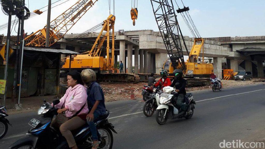 Pemasangan Balok Tol Sumo, Jalan Mastrip Hari Ini Kembali Ditutup