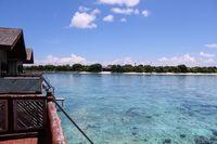 Airnya jernih dengan suasana tenang (pom pom island resort) watervilla