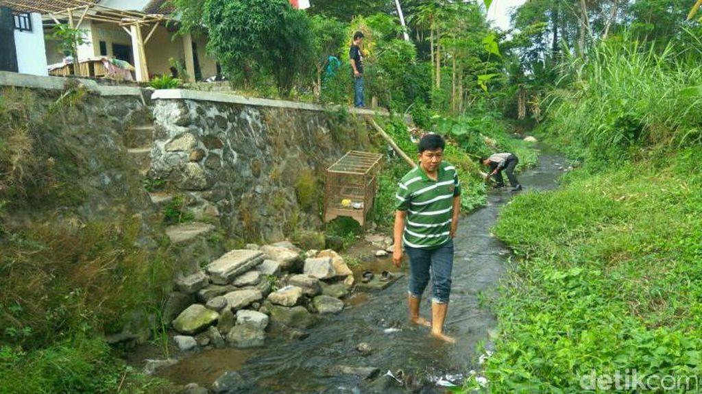 Polisi di Blitar Masih Sisir Sungai Tempat 143 KIS Ditemukan