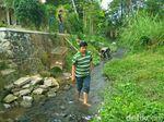 144 Kartu KIS Dibuang di Sungai Blitar, BPJS Sesalkan Sikap JNE