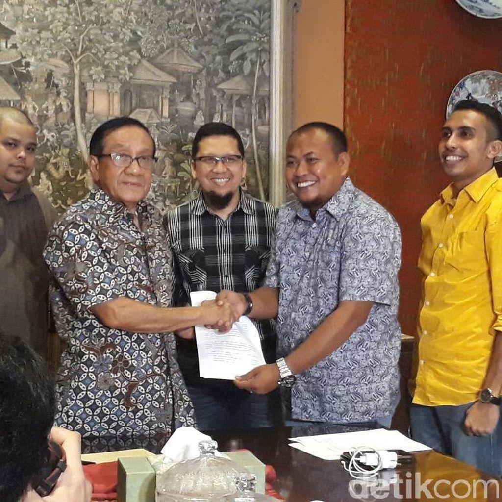 Novanto Tak Mundur, Generasi Muda Golkar Mengadu ke Akbar Tandjung