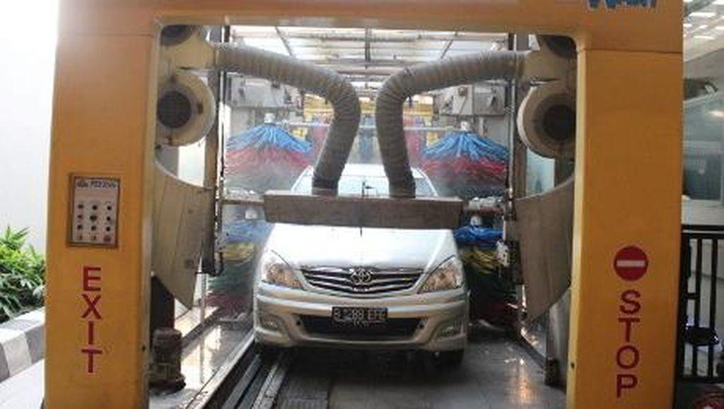 Mobil Canggih Bikin Ribet Saat Cuci Mobil Otomatis