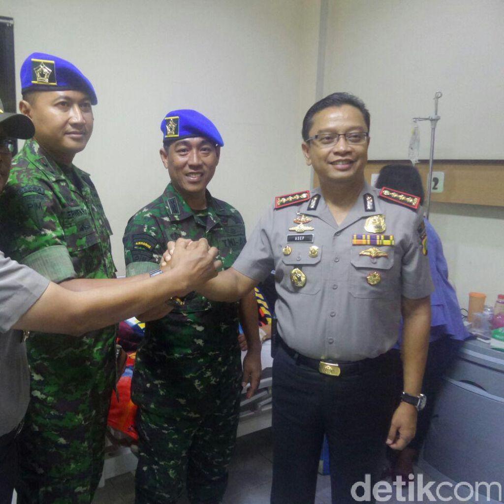 Puspom AD Besuk 2 Polisi yang Diduga Dianiaya Anggota TNI
