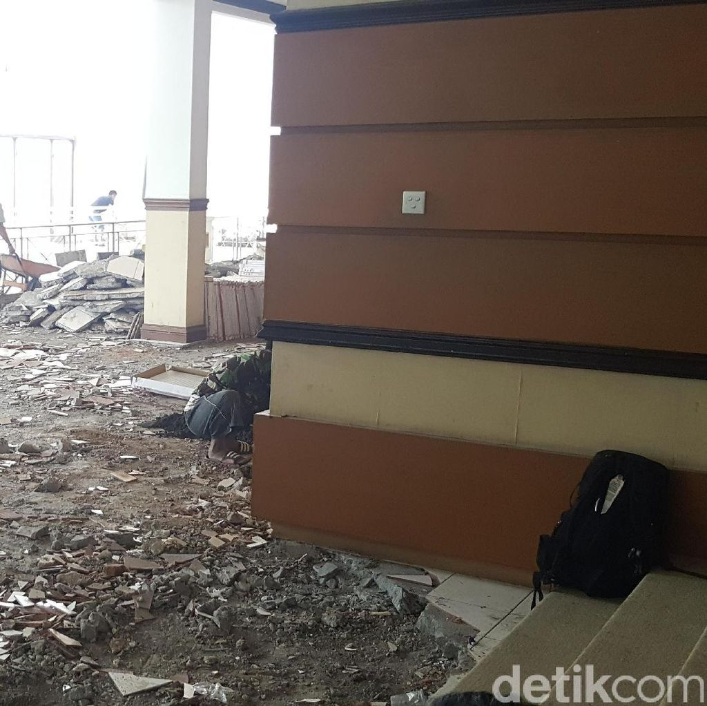 Perbaikan Lantai dan Atap Gedung DPRD Kabupaten Malang Disesalkan