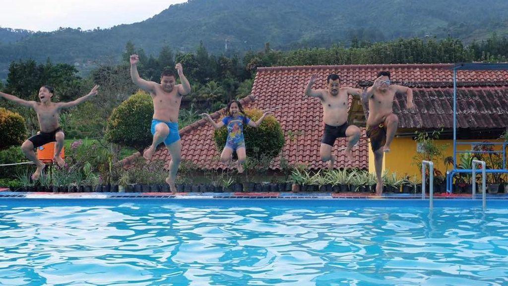 Asyiknya Liburan @ Villa Puri Tirta Puncak