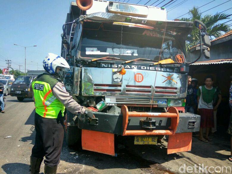 Sopir Dump Truk Tabrak 9 Motor Hingga Satu Tewas Jadi