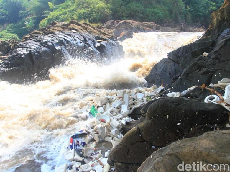 Cukup di Bandung Saja Ada Air Terjun Beracun!