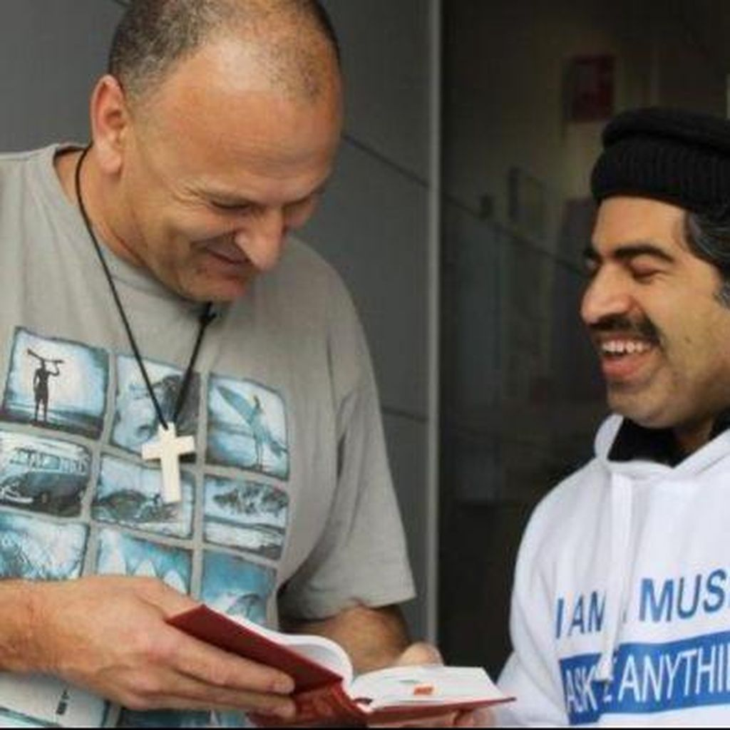 Imam Muda Australia Tangkal Islamofobia dari Warung Kopi