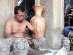 Pengrajin Keramik di Jepara Kesulitan Bahan Baku Tanah Liat