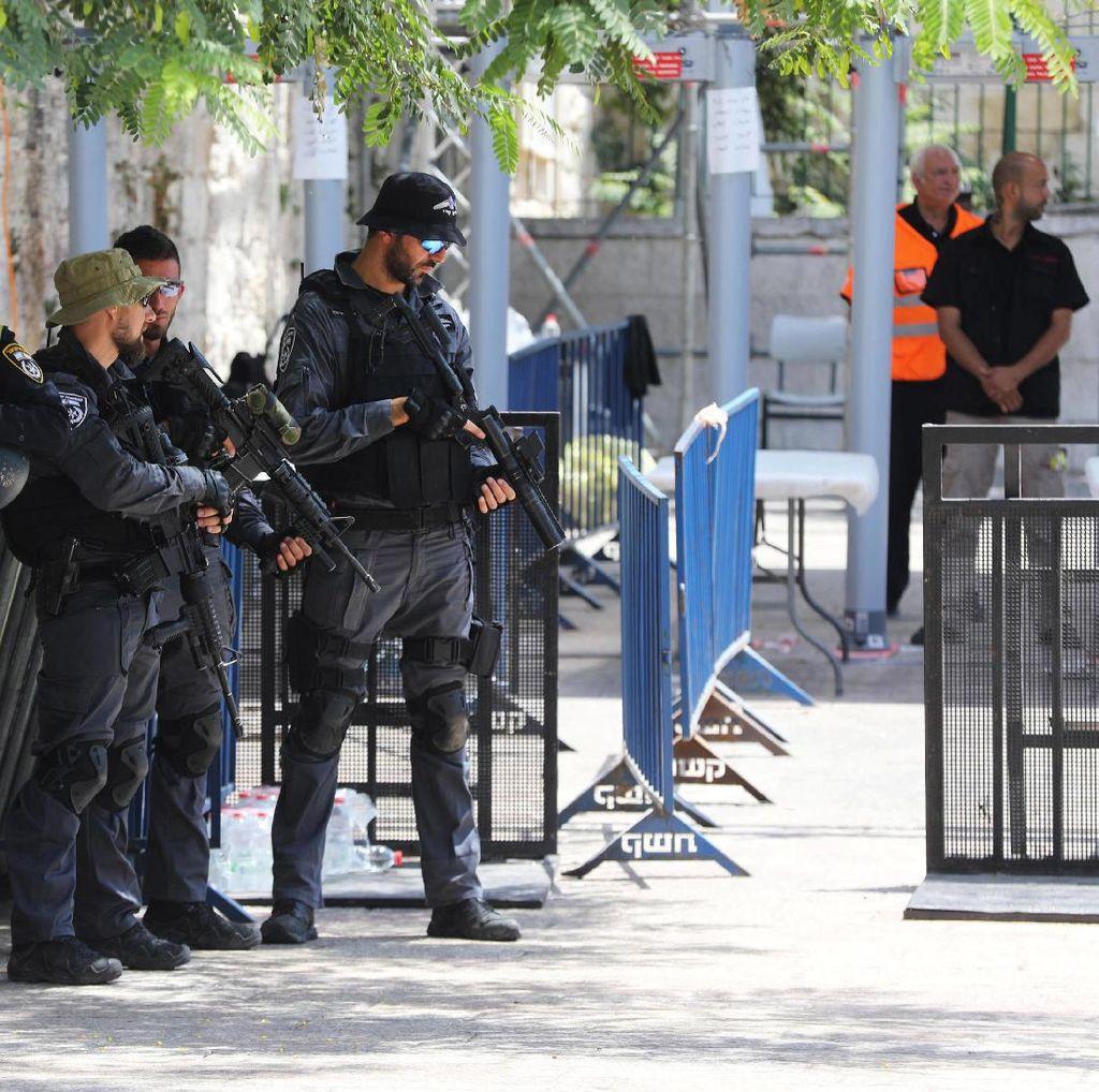 Video Ketatnya Penjagaan Militer Israel di Komplek Al-Aqsa
