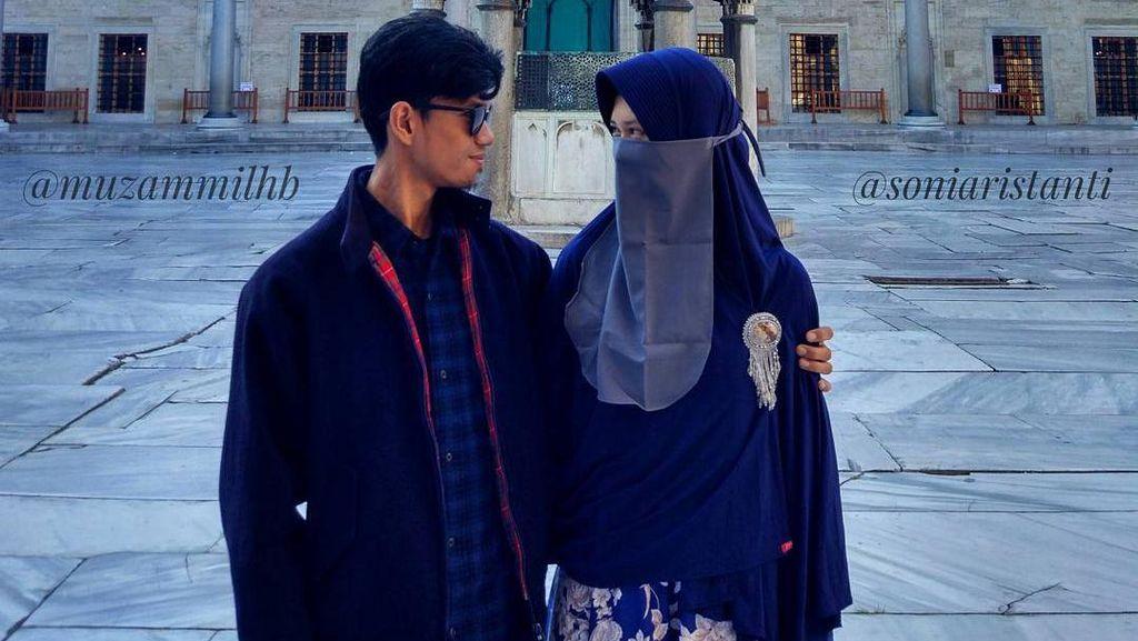 Foto Kemesraan Muzammil Hasballah & Sonia Saat Honeymoon Bikin Netizen Iri