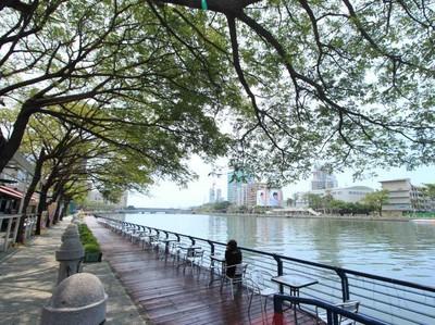 Seharian di Kaohsiung, Asyik Juga
