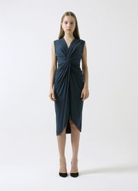 Rekomendasi 5 Dress Bridesmaid Saat Tidak Sempat Jahit Bahan