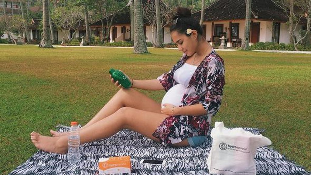 Nikah 13 Mei Lalu, Berapa Usia Kehamilan Raquel Katie Larkin?