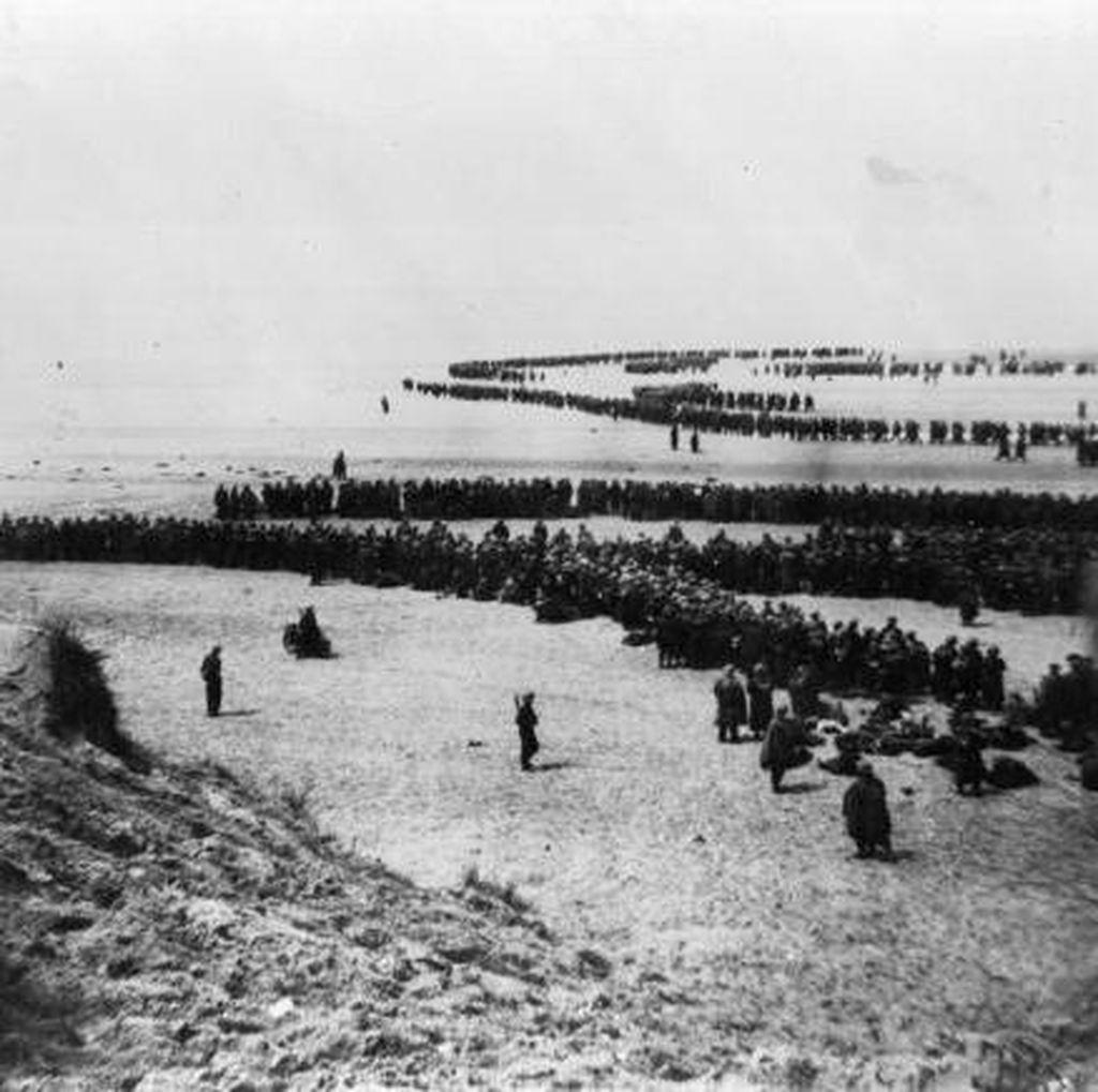 Potret Langka Detik-detik Evakuasi Dunkirk yang Menegangkan