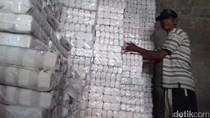 Garam Naik, Pedagang Makanan di Magelang Bingung