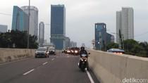 Pasrah, Pemotor yang Parkir di JLNT Akhirnya Dijemput Polisi