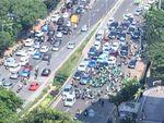 Protes Rekannnya Ditilang di JLNT, Driver Ojek Online Tutup Jalan